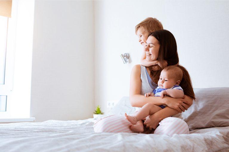 Nainen ja lapsia
